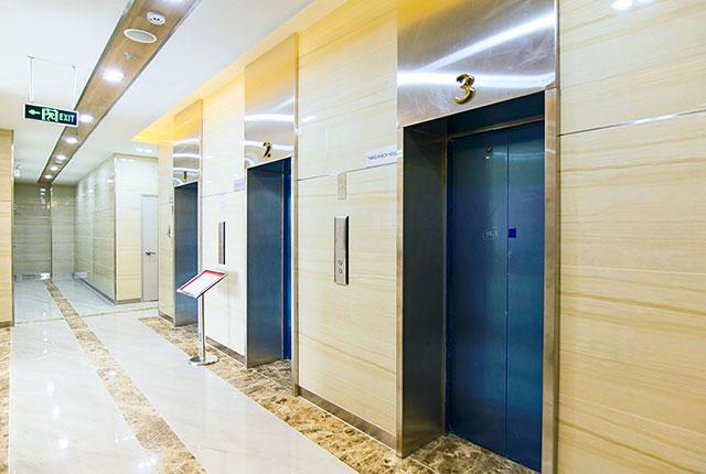 Hình ảnh khu vực thang máy block A, B