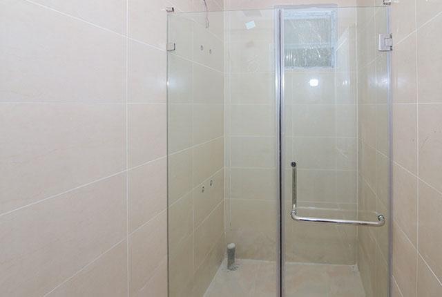 Lắp đặt cửa kính phòng tắm căn hộ tầng 9 block C