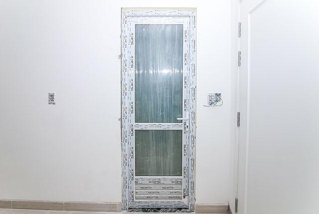 Lắp đặt cửa WC căn hộ tầng 18 block A, B