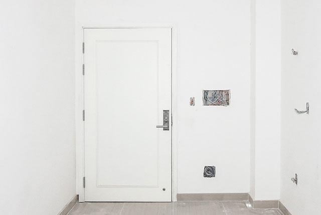 Lắp đặt hệ thống cửa ra vào căn hộ tầng 14 block A, B