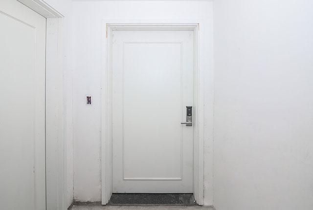 Lắp đặt hệ thống cửa ra vào căn hộ tầng 14 block C