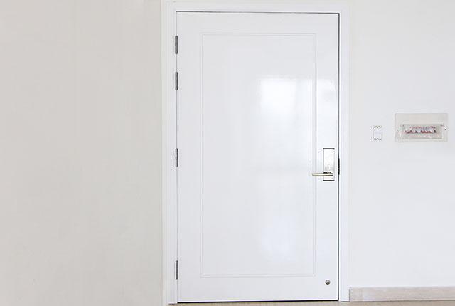 Hoàn thành lắp đặt hệ thống cửa ra vào căn hộ block C