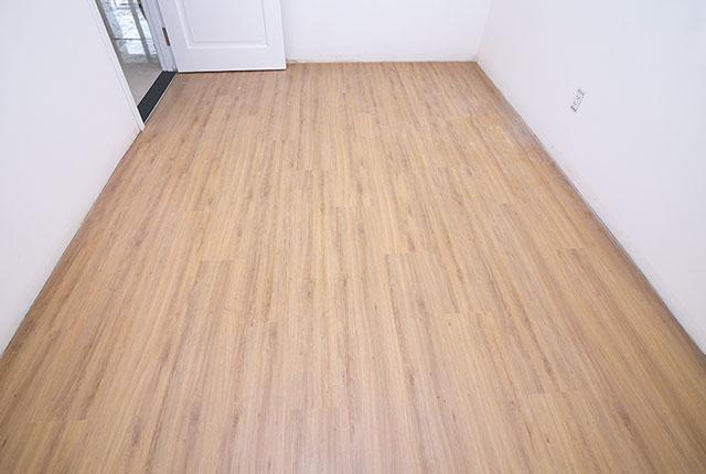Ốp sàn gỗ phòng ngủ căn hộ tầng 11 block A, B