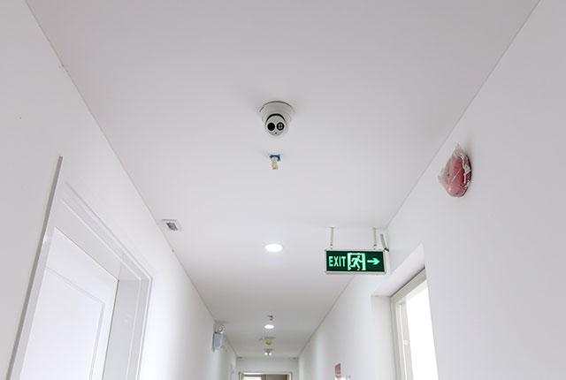 Hoàn thành lắp đặt thiết bị camera và hệ thống báo cháy hành lang căn hộ block C