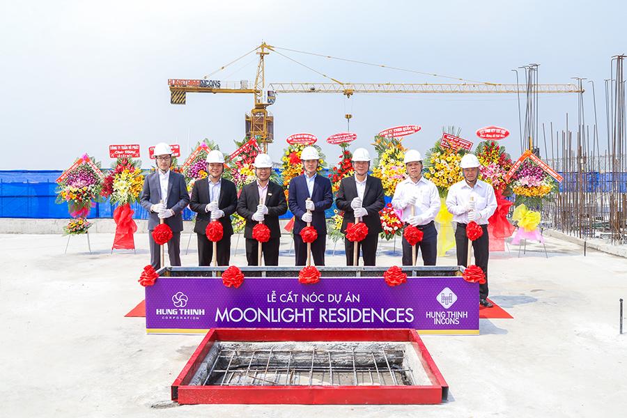 Tham gia trong lễ cất nóc dự án Moonlight Residences
