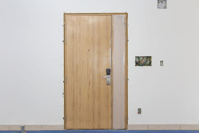 Lắp đặt cửa ra vào căn hộ tầng 5 - 8 block A