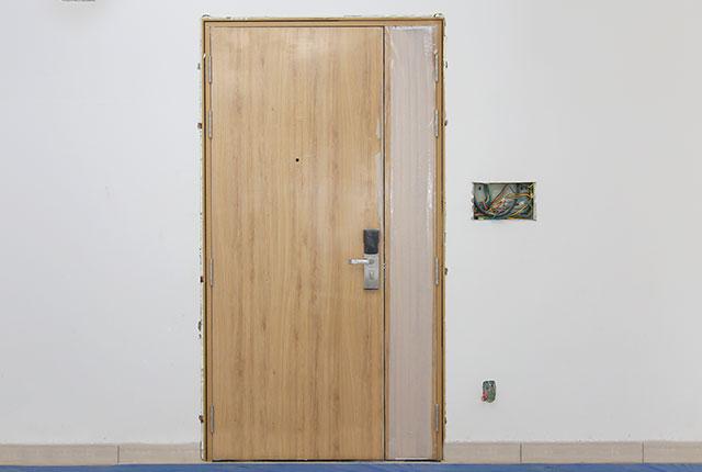 Lắp đặt cửa ra vào căn hộ tầng 5 - 8 block B