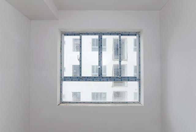 Lắp đặt cửa sổ phòng ngủ căn hộ tầng 5 - 8 block B