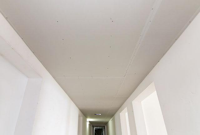 Thi công khung trần thạch cao hành lang tầng 5 - 8 block B