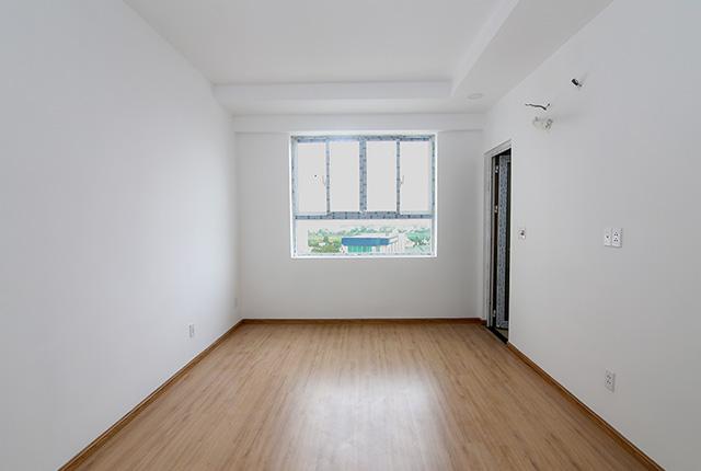 Ốp sàn gỗ phòng ngủ căn hộ tầng 5 - 7 block A