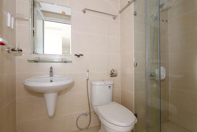Lắp đặt thiết bị vệ sinh căn hộ tầng 5 - 18 block A