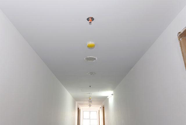 Sơn nước hoàn thiện hành lang căn hộ tầng 5 - 15 block A