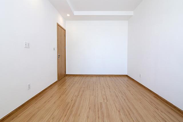 Ốp sàn gỗ phòng ngủ căn hộ tầng 20 block A