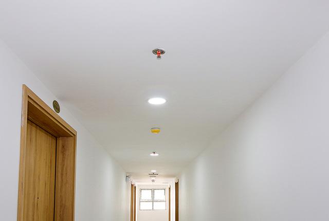 Sơn nước hoàn thiện hành lang căn hộ tầng 20 block B