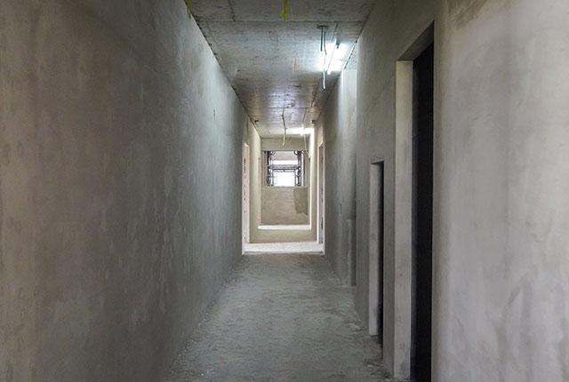 Thi công tô tường hành lang căn hộ tầng 5 - 22 block B1
