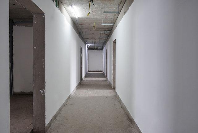 Thi công bả sơn matit hành lang căn hộ tầng 15 - 22 block B2