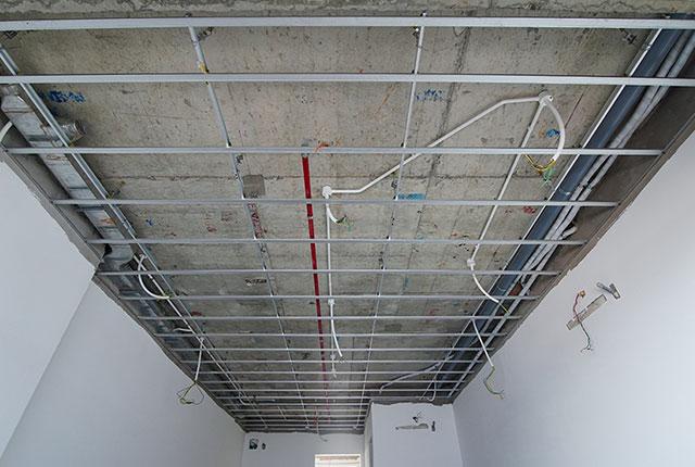 Đóng khung trần thạch cao từ tầng 6 đến tầng 21 block Lucky và tầng 24 block Riches
