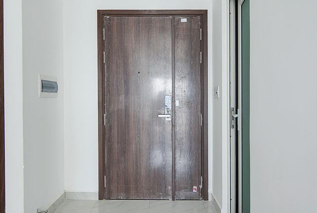 Hoàn thành lắp đặt cửa căn hộ tầng 24 block Glory