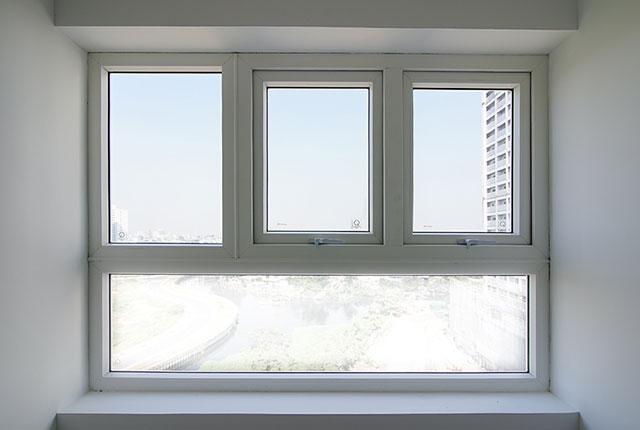 Hoàn thành lắp đặt cửa sổ căn hộ tầng 24 block Glory