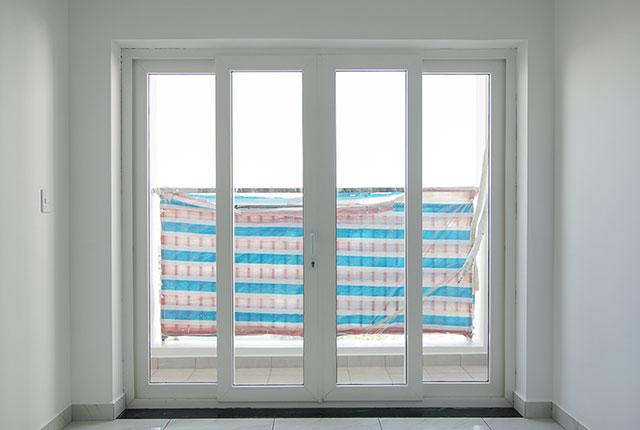 Lắp đặt cửa logia từ tầng 6 đến tầng 14 block Lucky, tầng 6 đến tầng 21 block Riches