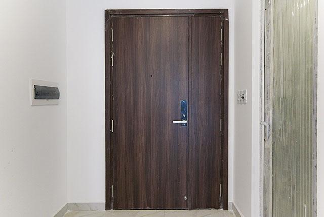 Lắp đặt cửa căn hộ đến tầng 24 block Glory