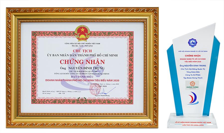 Cúp và bằng khen giải thưởng Doanh nhân TP.HCM tiêu biểu năm 2020 dành cho Chủ tịch Nguyễn Đình Trung